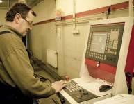 Betreiber einer CNC Rohrbiegemaschine